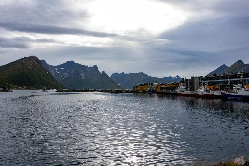 Husoy mit Bergen