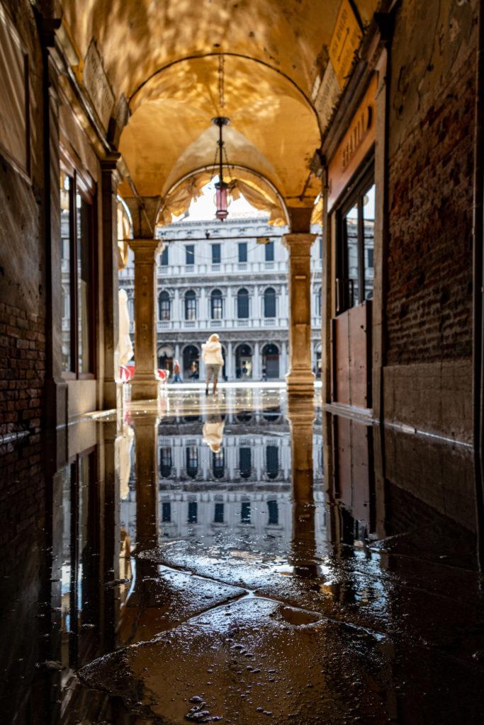 Überfluteter Weg zum Markusplatz